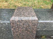 Гранитные столбики ограждения фото (9)