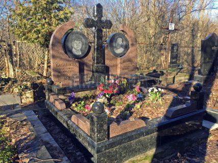 Памятники с крестом фото (38)