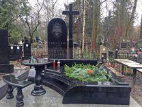 Столики и лавки на кладбище фото (2)